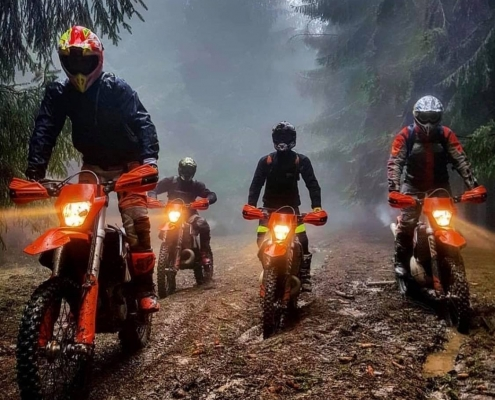 nomud_adventures_group_forest_enduro_tour_romania_forest_foggy